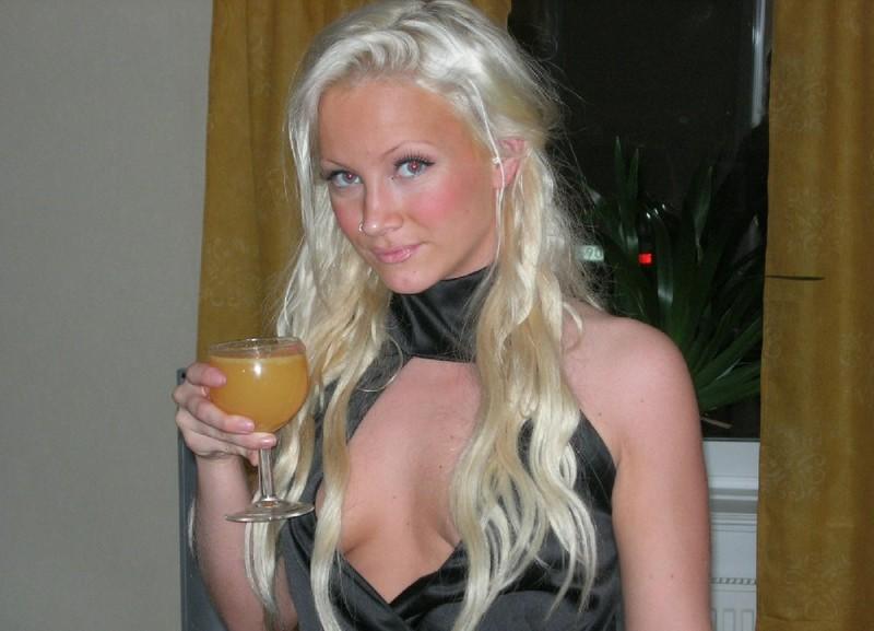 Снимки со страницы шведской модельки