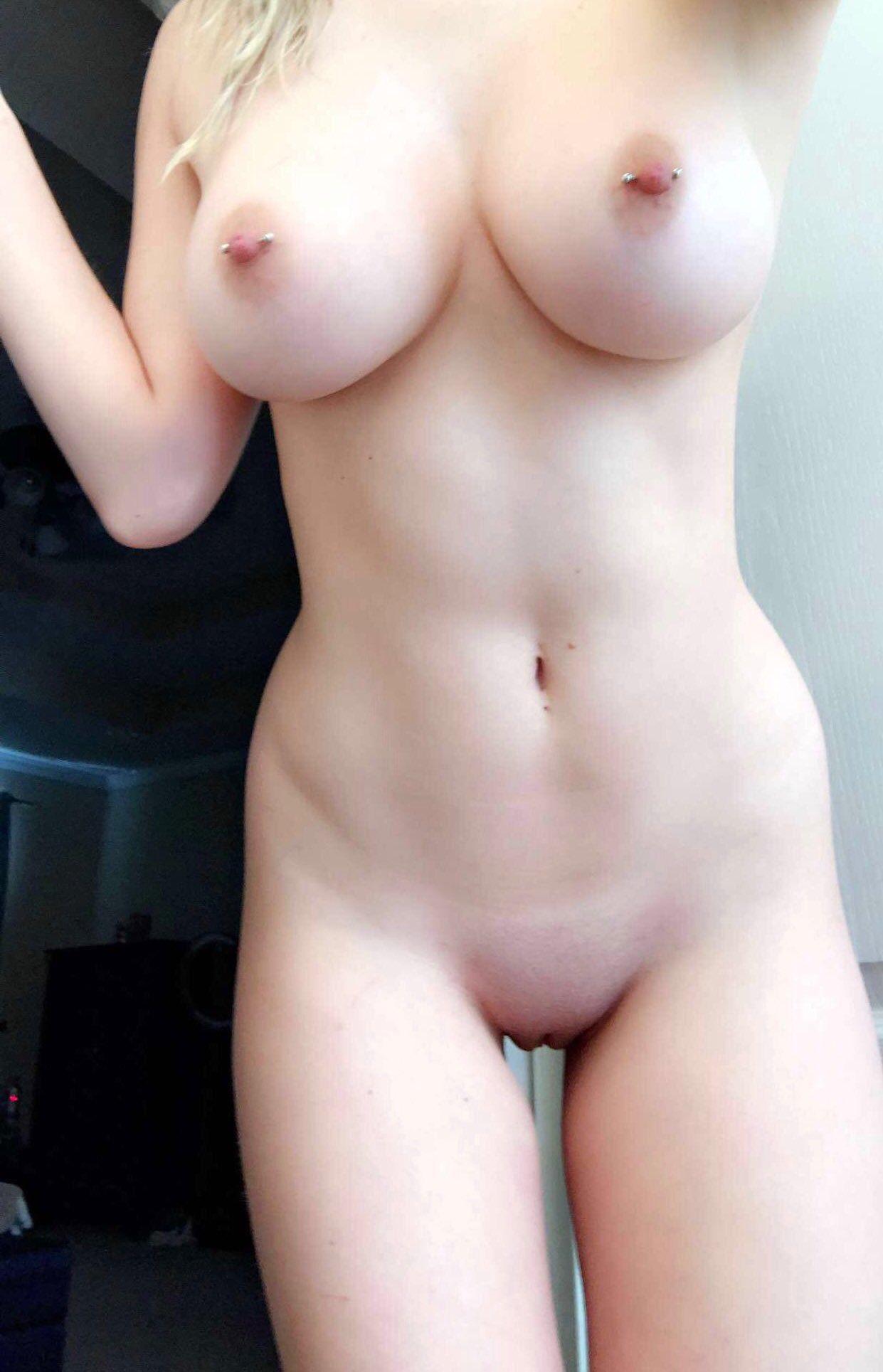 Гигантские груди девушек крупным ракурсом