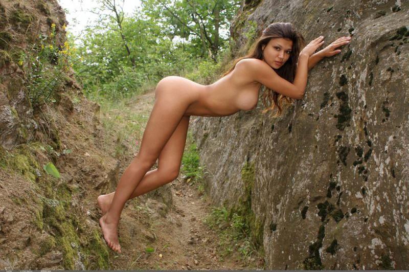 Зульфия делает селфи в горах
