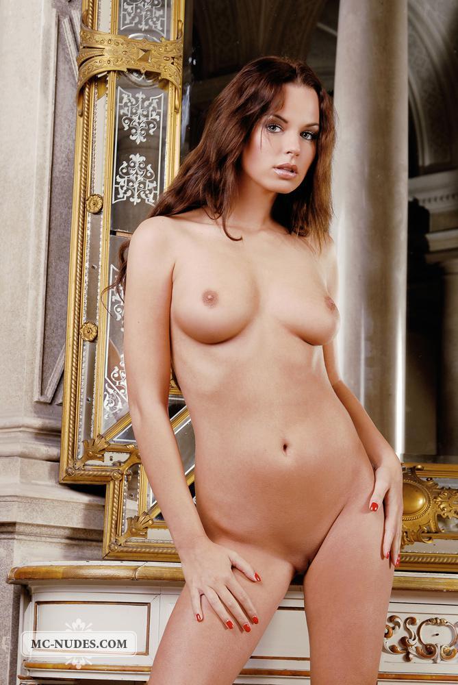 Привлекательная русая порноактрисса Samantha Star в возбужденной квартире - чувственная и совершенно обнаженная