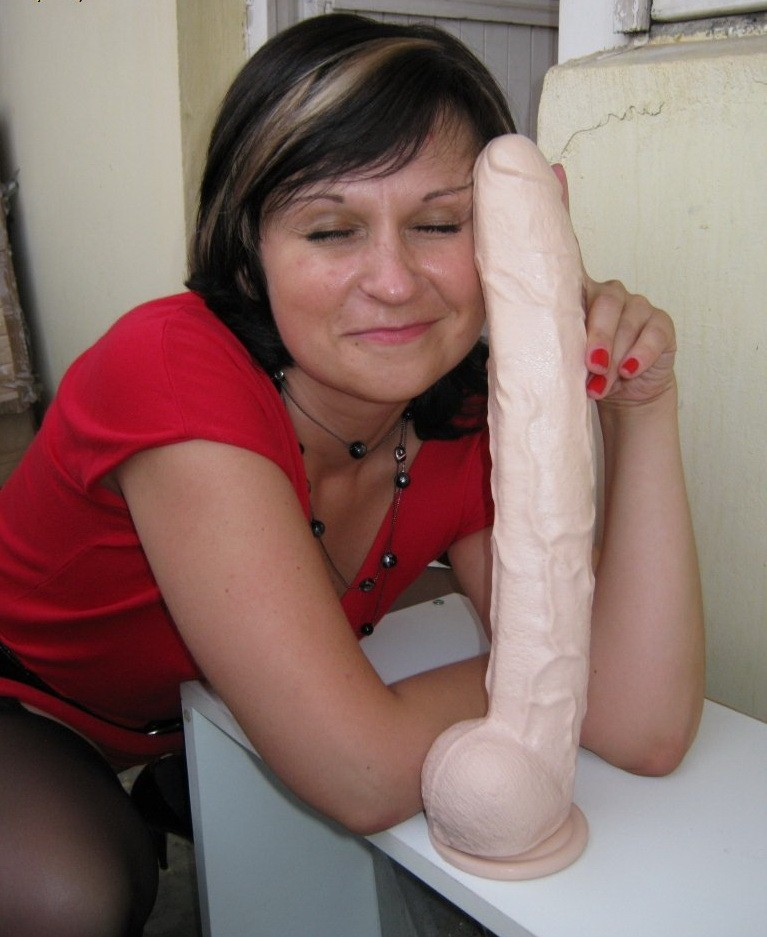 Фото девок с их любимыми секс игрушками