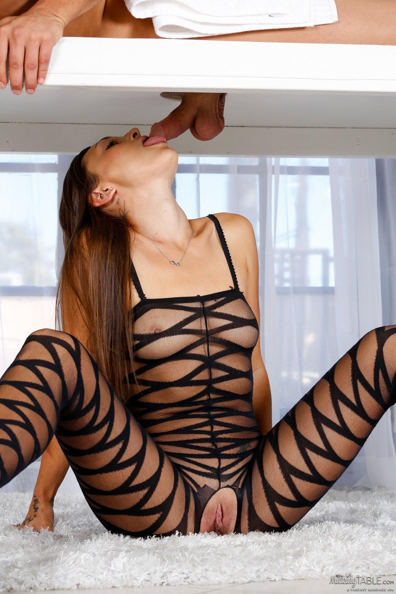 Неимоверная массажистка пососала и дала в пизду