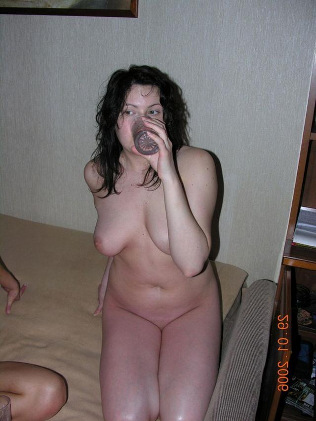 Лесбийский секс сучки и взрослой зрелки с кунилингусом