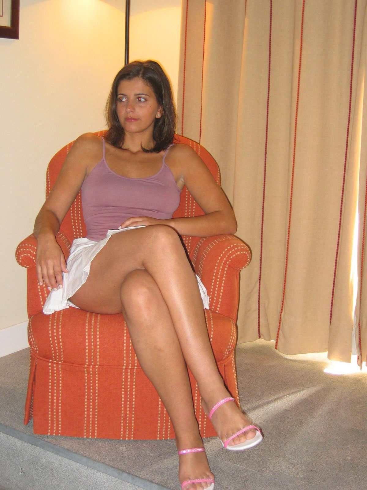 Привлекательная француженка Карина с манящей фигурой