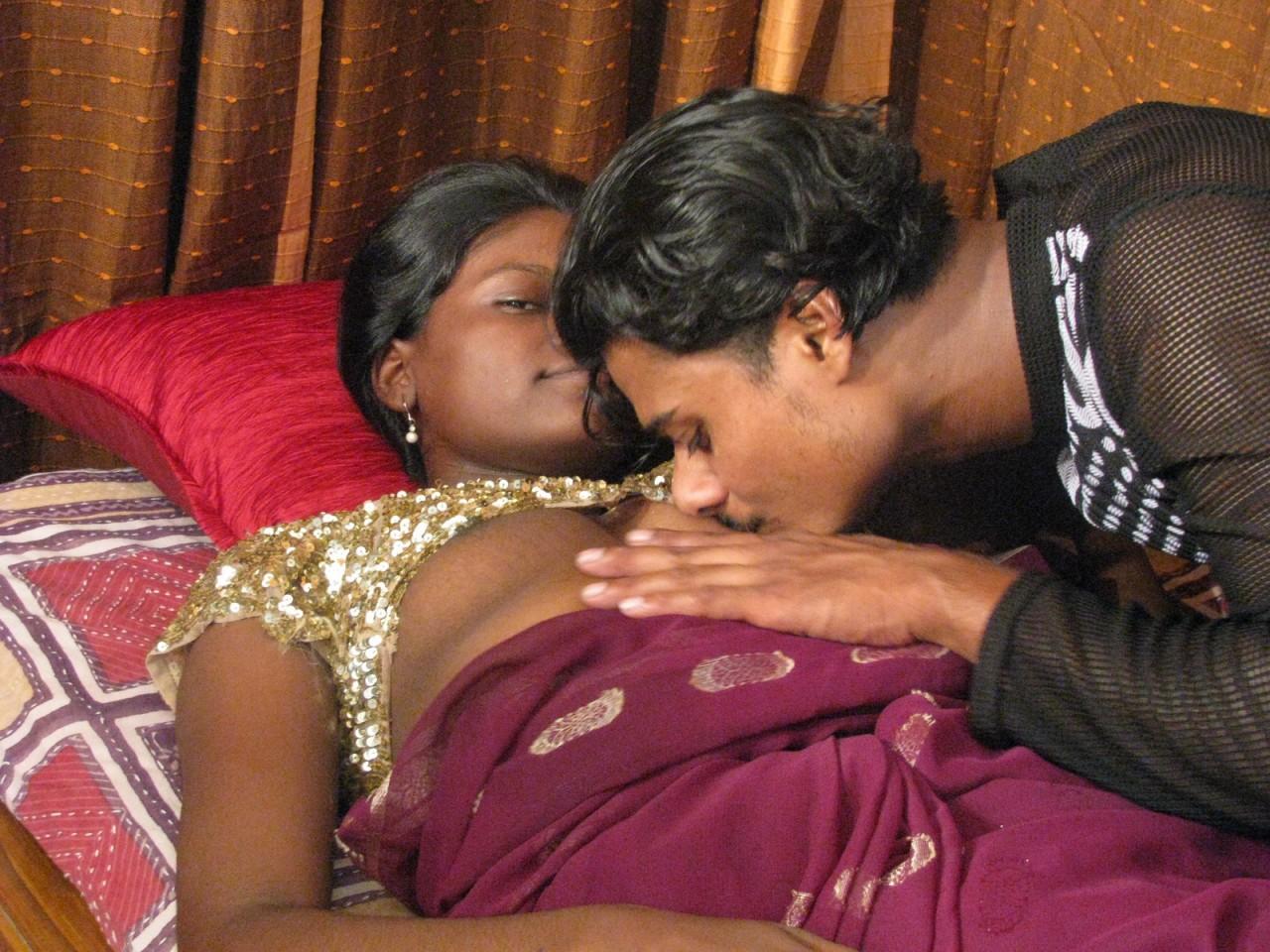 18-летняя мать индианка принимает на себя семя