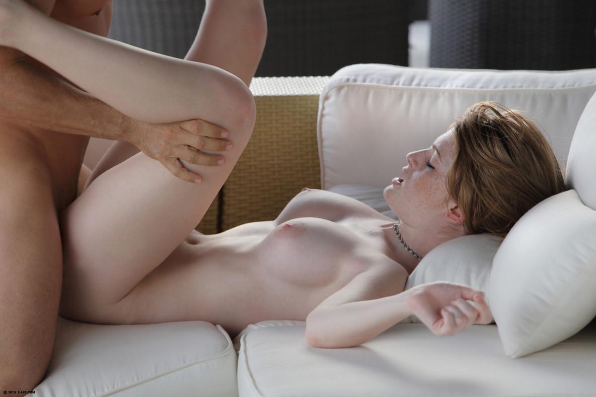 Секс рыжей телки с огромными титьками