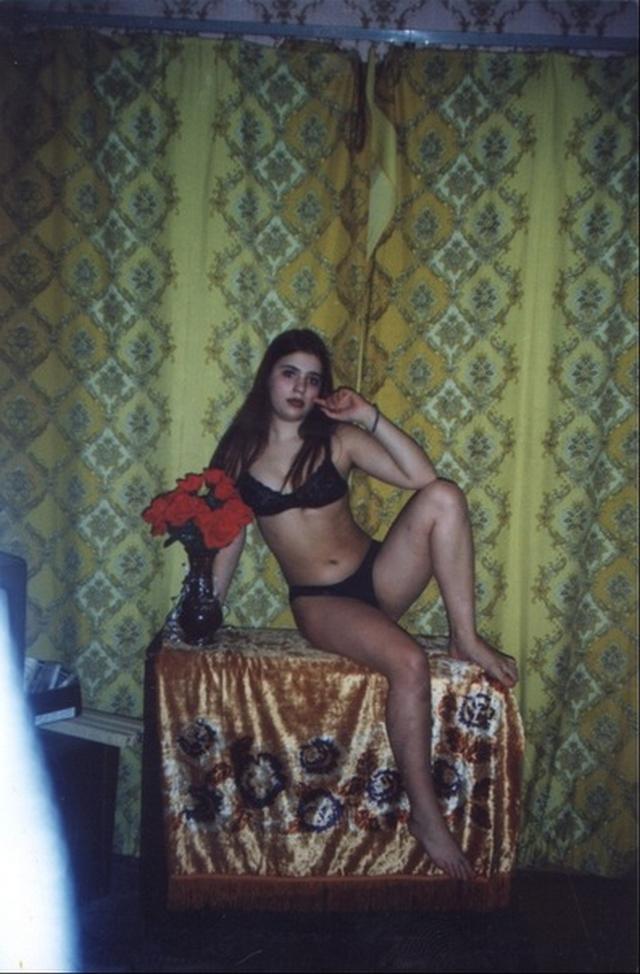 Раздетые телки из 90-х секс фото