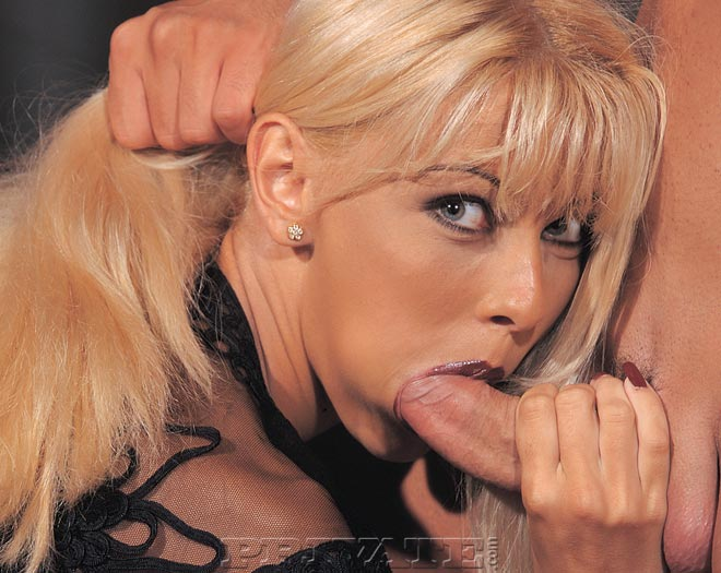 Горячий секс и море кончи на лицо представляет бесстыдная Nikki Blond