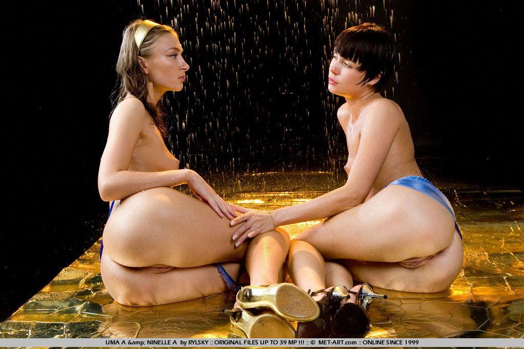 Нежный язычок сексуальной лесбиянки Uma A готов лизать вагину Ninelle A