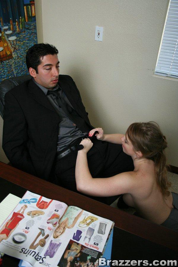 Офисная шлюха с горячей фигурой Sunny Lane доказывает, что она хочет и писю Savannah Gold  и писюн парня