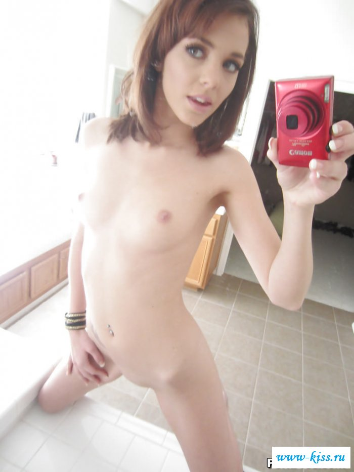 Сексуальное селфи от похотливой сучки