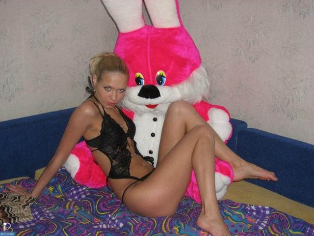Худая куколка фоткается в сексуальном нижнем белье