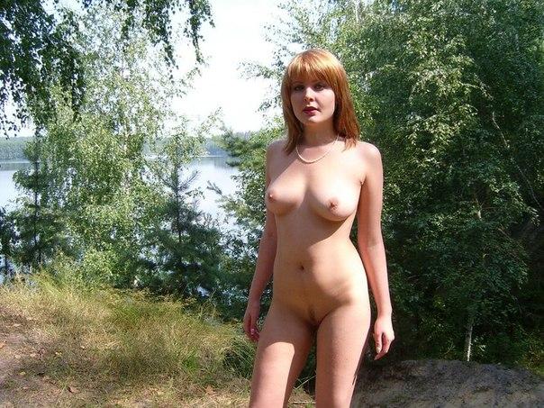 Девушки фотографируются и охотно мастурбируют дырочки