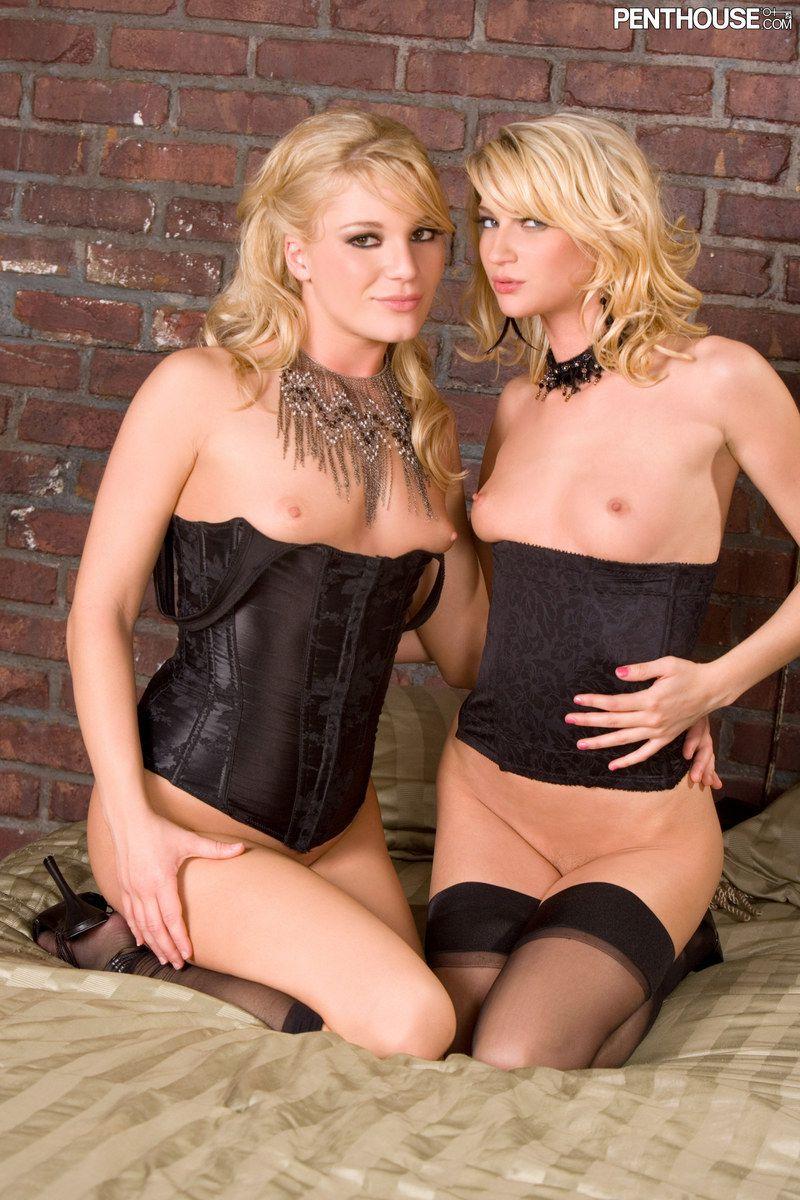 Блондиночки в белье и чулках Nevaeh и Aurora Snow получают нереальный наслаждение от лесбийских игр