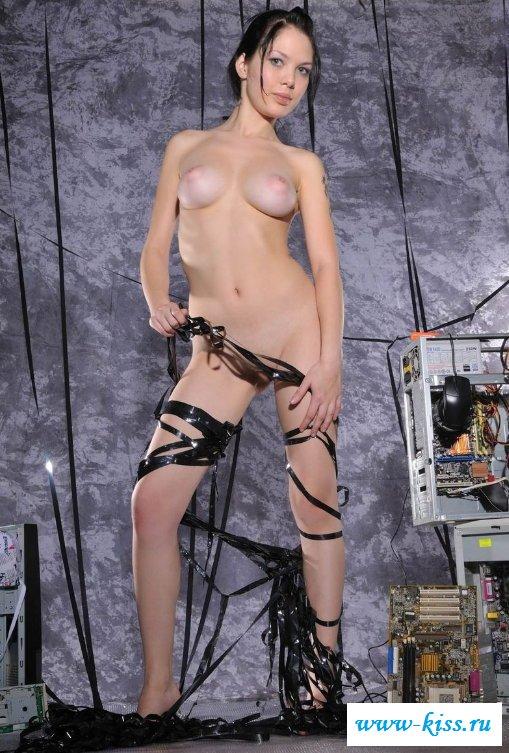 Обнаженные задницы тёлок играющих на приставках (23 фото)